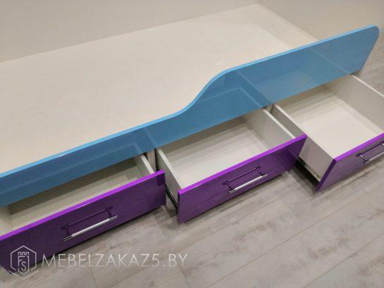 Раздвижные ящики у основания детской кровати
