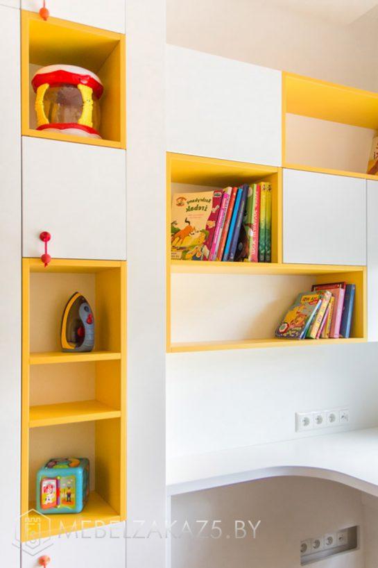 Навесной шкафчик в детскую для двоих