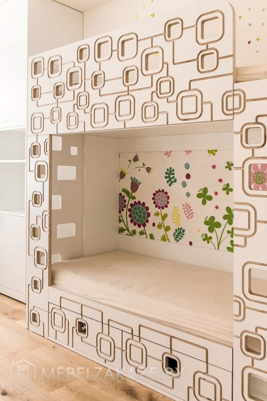 Двухъярусная кровать в детскую комнату для двоих детей