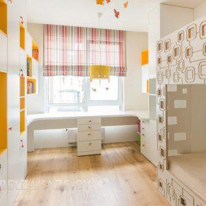 Светлая детская комната для двоих детей от трех лет