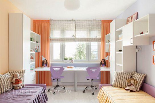 Просторная яркая детская комната для двоих детей