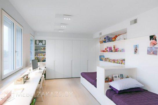 Современная мебель белого цвета для двух подростков