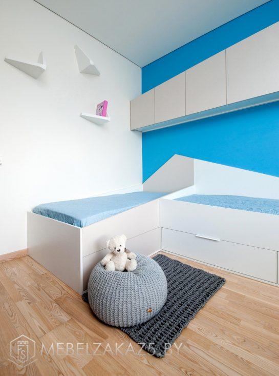 Две односпальные кровати с выдвижными ящиками в комнату для мальчика