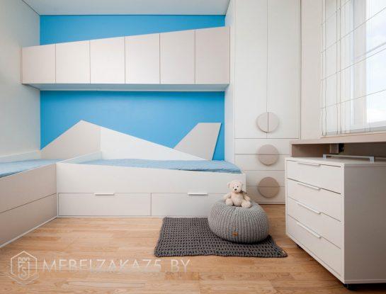 Комод со шкафом-пеналом и навесными шкафчиками в комнату для мальчика