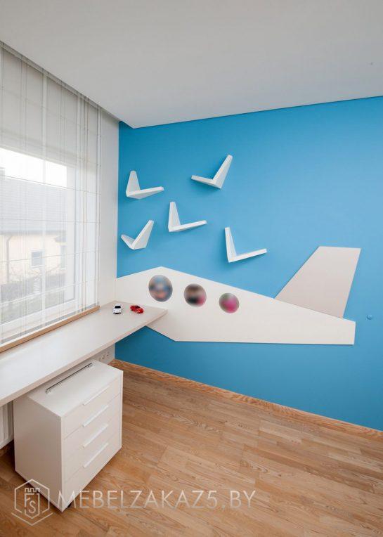 Приставная тумба и письменный стол в комнату для мальчика