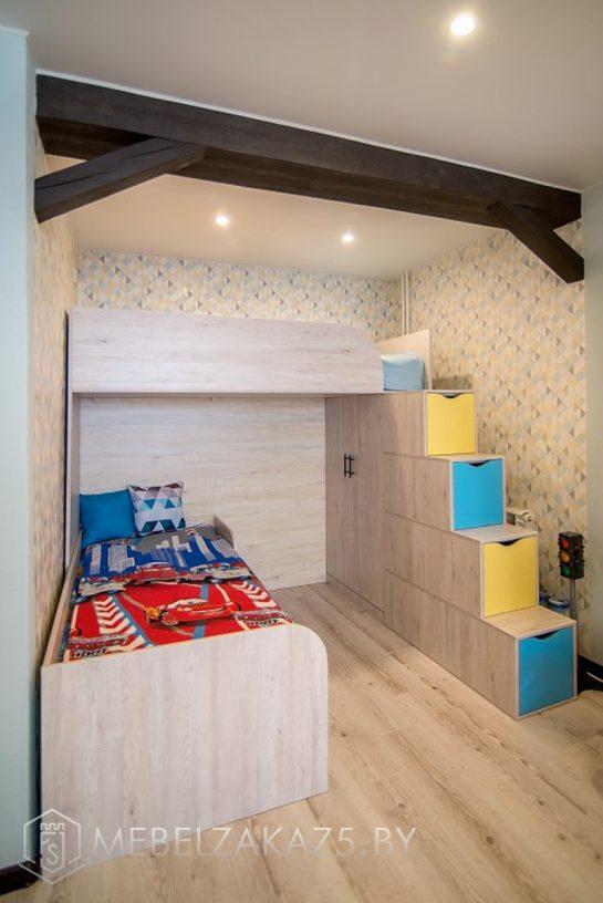 Односпальная кровать с кроватью-чердаком в комнату для мальчиков