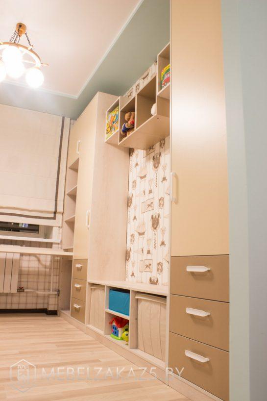 Шкафы-пеналы и приставная тумба в комнату для мальчика