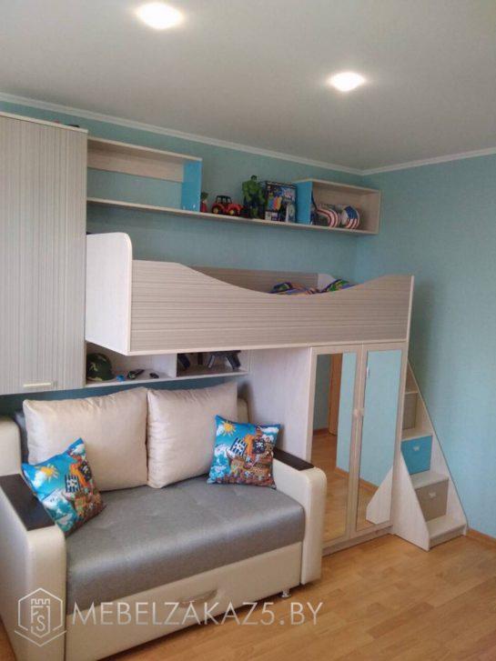 Кровать-чердак в комнату для мальчика с диваном под ней
