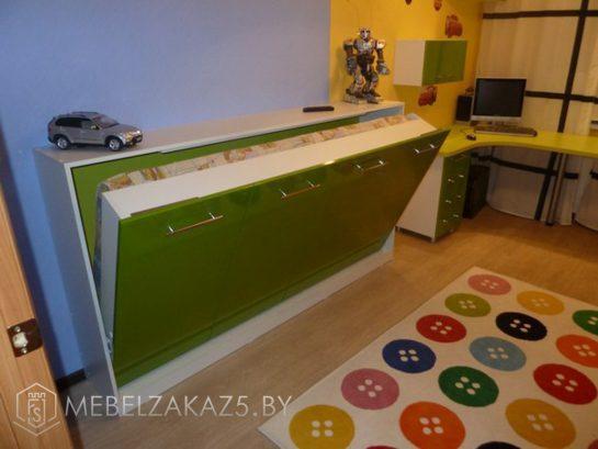 Кровать в детскую для мальчика ярко-зеленого цвета