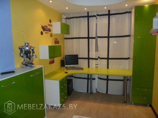 Яркая мебель в детскую комнату для мальчика