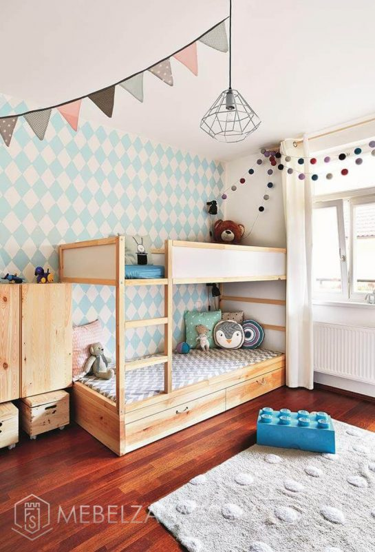 Двухъярусная деревянная кровать в детскую
