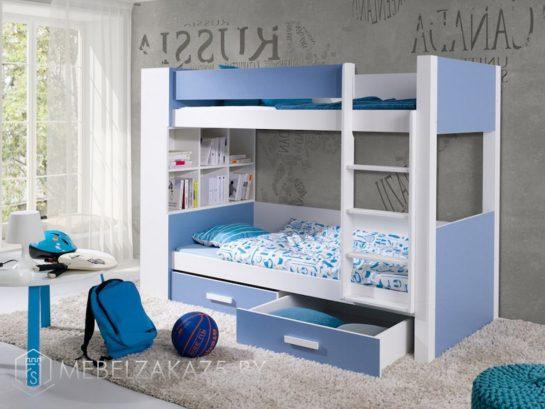 Двухъярусная кровать в детскую в бело-голубом цвете