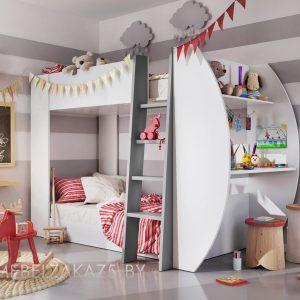 Большая двухуровневая кровать в детскую для девочек с рабочей зоной сбоку
