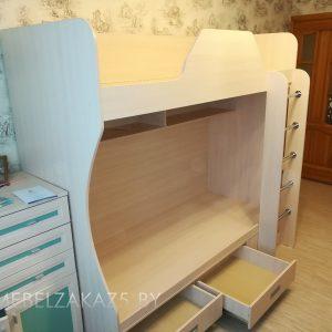 Современная двухъярусная детская кровать