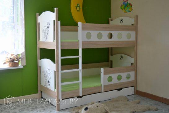 Двухъярусная кровать в детскую нежно-салатового цвета