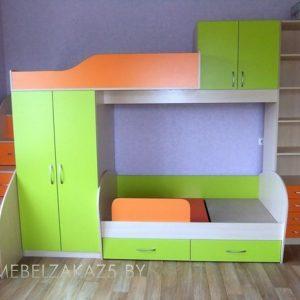 Современная яркая салатово-оранжевая кровать-чердак в детскую