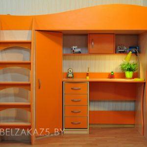 Ярко-оранжевая детская кровать-чердак со встроенным шкафом и рабочей зоной