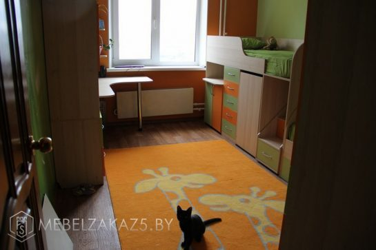 Набор яркой мебели в комнату ребенка 3 лет