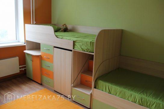 Ярко-зеленая кровать в комнату трехлетнего ребенка