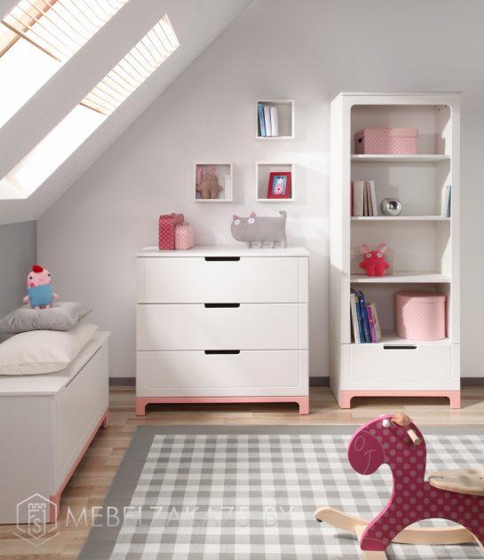 Ультрасовременный светлый комплект мебели в комнату трехлетней девочки