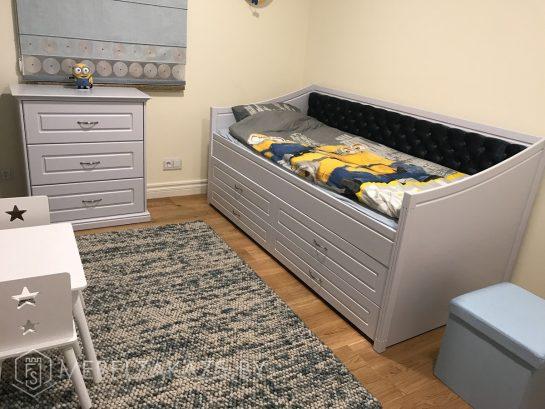 Детская кровать для мальчика от трех лет в сером цвете