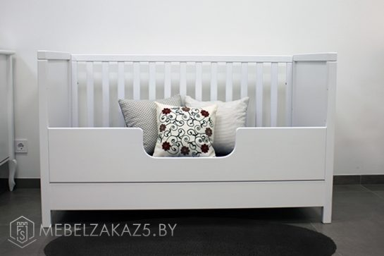Кроватка в детскую трехлетнего ребенка