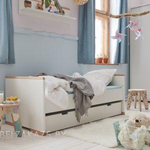 Маленькая современная кровать для детей от трех лет