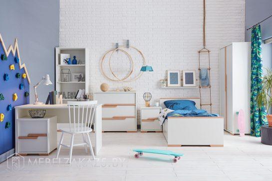 Современная светлая мебель в детскую для детей от трех лет