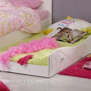 Детская кровать для девочки от трех лет с выдвижным механизмом