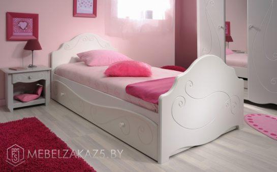 Современная детская кровать для девочки от трех лет