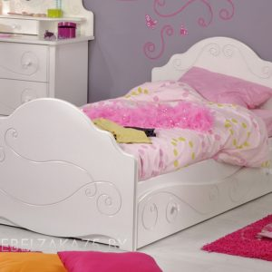 Кровать в детскую для девочки от трех лет