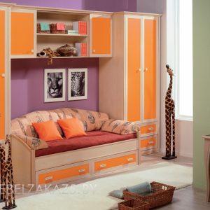 Яркий комплект современной мебели для детей от трех лет