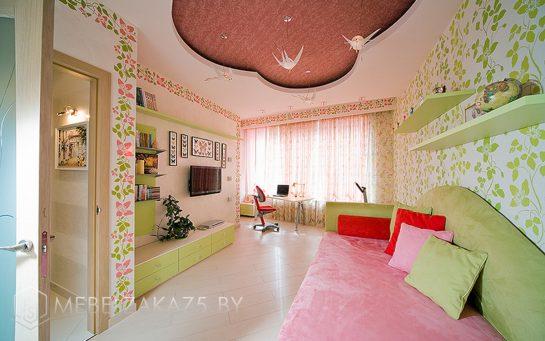 Современный набор мебели для девочки трех лет со встроенным глянцевым шкафом