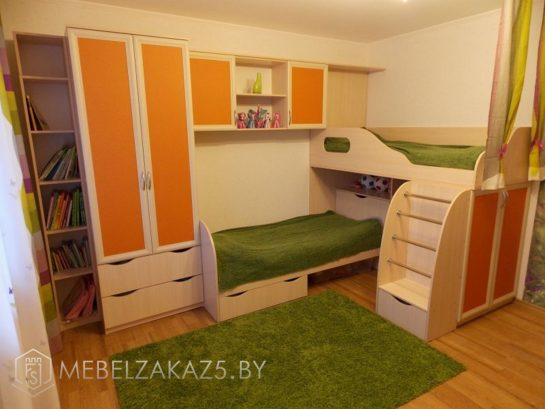 Современный яркий набор мебели в комнату для детей 3-х лет