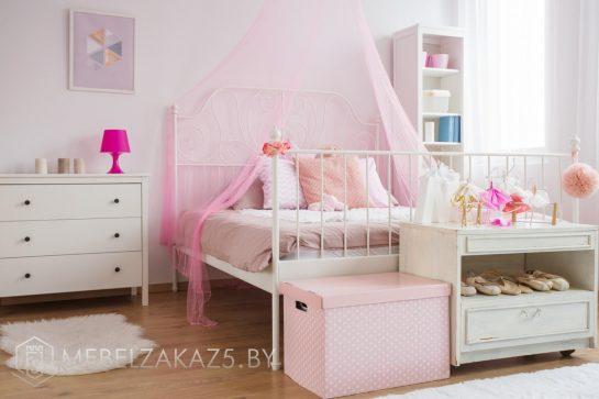 Двуспальная кровать в комнату для девочки