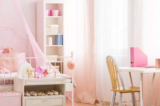 Шкаф-пенал в детскую для девочки