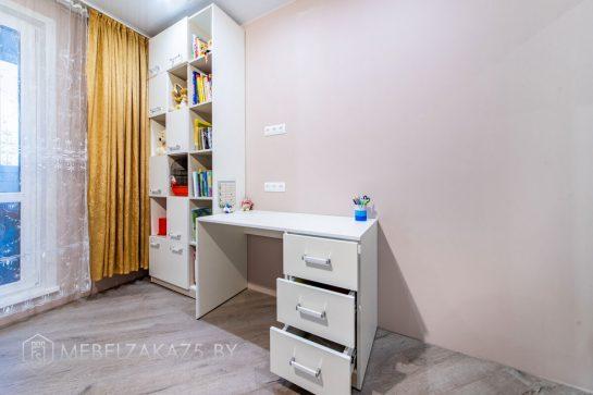 Современный стеллаж в детскую комнату с письменным столом