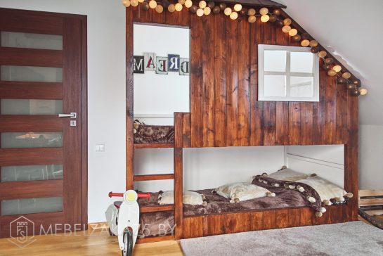 Кровать-домик из массива