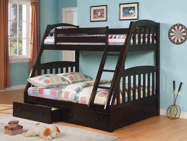 Деревянная кровать для мальчиков двухэтажная
