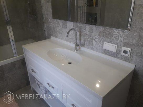 Современная тумба в ванную с белой столешницей