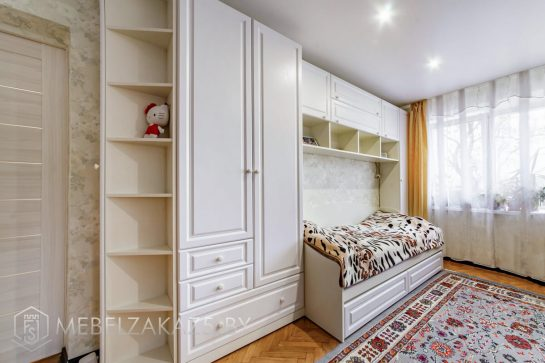 Классическая корпусная мебель для детской комнаты