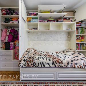 Комплект классической мебели в комнату подростка