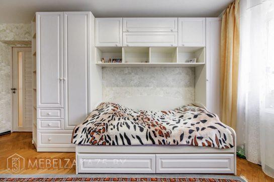 Набор корпусной классической мебели в комнату для подростка