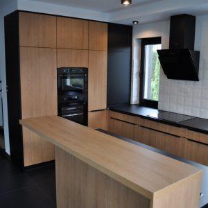 Большая островная кухня в стиле минимализм