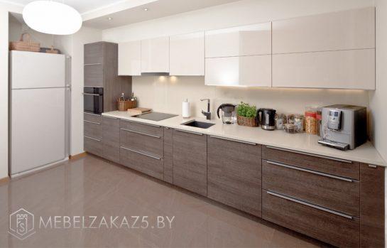 Линейная кухня из ЛДСП с комбинированными фасадами