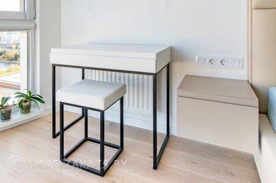 Маленький стол с навесной тумбой в стиле модерн для спальни