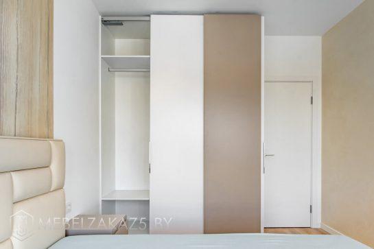 Трехстворчатый шкаф-купе модерн для спальни
