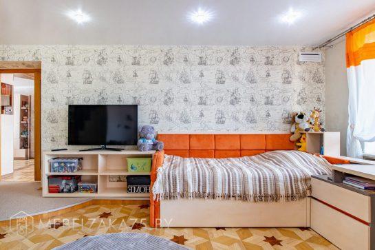 Кровать в детскую с современной тумбой под телевизор