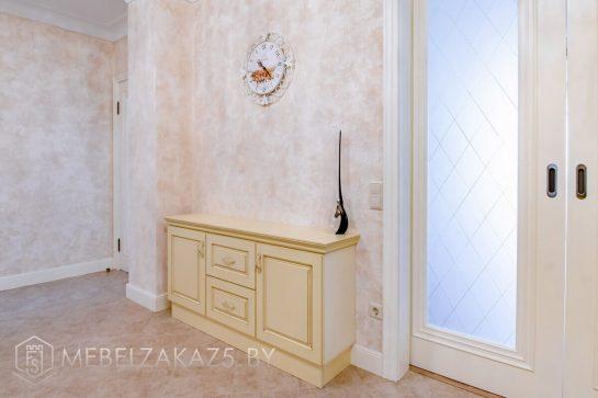 Тумба для обуви в классическом стиле в коридор