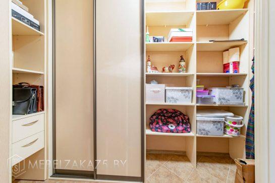 Шкаф-купе из МДФ для коридора